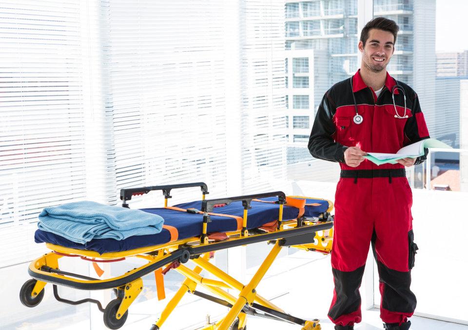 Ratownik Medyczny Zarobki Jak Zostać Uprawnienia Wymagania